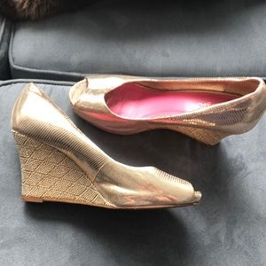 Lilly Pulitzer Gold Open-Toe Wedges